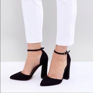 Black Pointed Toe Block Heel.